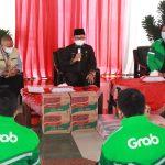 Grab  Indonesia Menyerahkan CSR Berupa Sembako ke Pemkot Malang